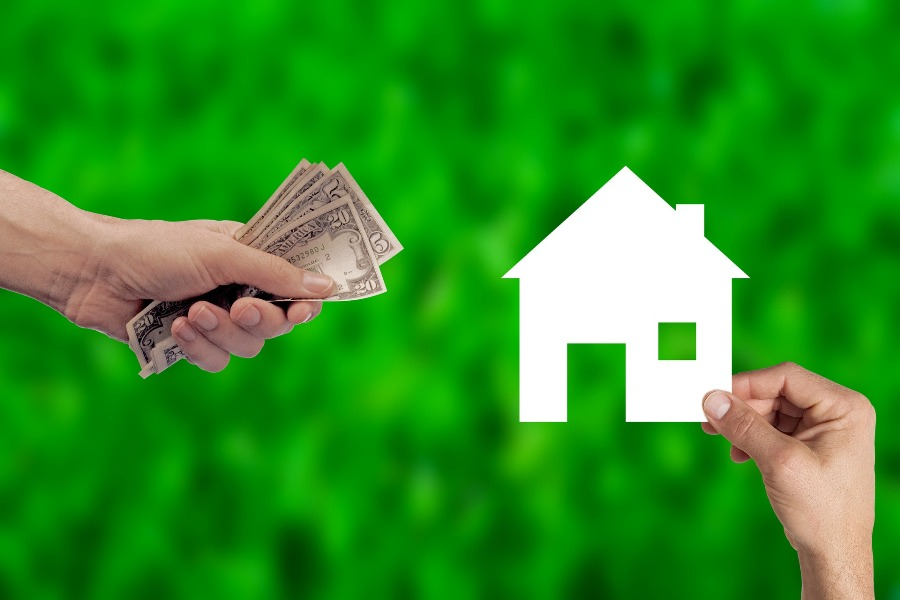 Illustration of seller paying flat fee and commission costs for real estate